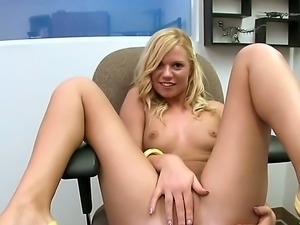 Yasmine Gold is a pretty amateur blonde who loves posing naked. Naughty chik...