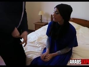Arab girl gives a sloppy BJ