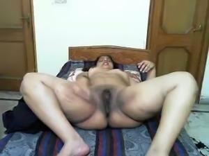 Exquisite dark skin milf booty from amateur Desi housewife