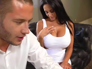 Mega busty brunette MILF Ava Addams seduces horny Danny Mountain