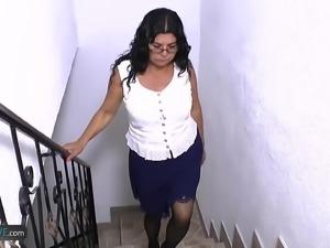 Older mature latin lady masturbating toying and fuking hardcore