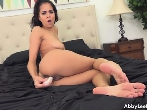 Brunette with nice tits opens up her hole while she vibrates her clit
