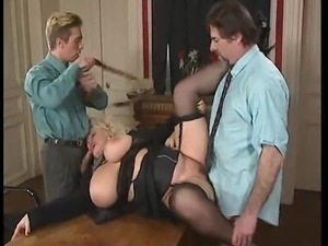 BBW BLONDE MILF WITH BIG BOOBS FUCKED BY 2 MEN - DPed