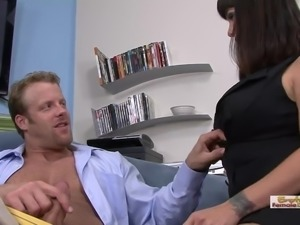 Sexy cougar seduces her colleague to come over and fuck her