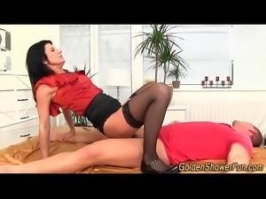 Pissing slut gets oral