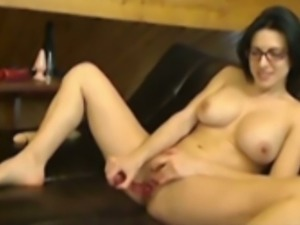 This MILF loves to masturbate on cam and she just has an amazing technique