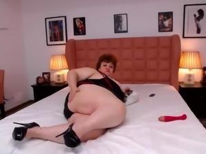 BBW mom webcam bed spread big ass