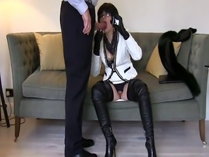 Smoking leather MILF met on Milfsexdating Net in thigh boots sucks and