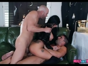 Double Penetration for Crazy MILF