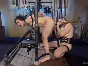 Bella Rossi decided to try electro BDSM and Juliette accepted her proposal....