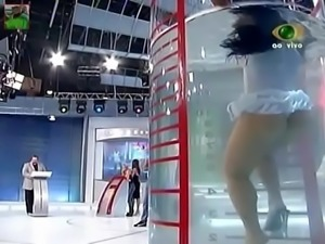 Fabiana Andrade muito gostosa de vestidinho na Prova do Tubo