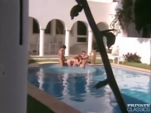 Vivienne in Pussy Pool