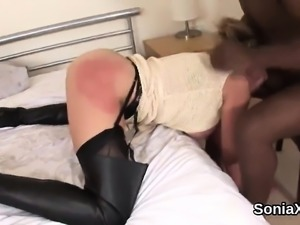 Unfaithful uk milf lady sonia shows off her giant tits