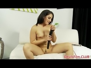 Solo babe dildoing her tight pussy