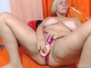 Yummy Milf Plays With Her Twat