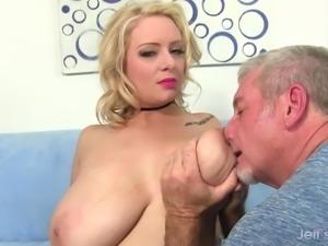 Big Boobed Plumper Sinful Samia Sucks