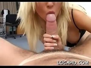Hawt chick loves huge dongs