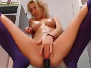 Beautiful blonde on webcam (HOT)