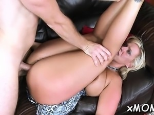 Hotty cums whilst riding