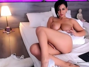 Big boobs horny babe toys her sweet wet hole on cam