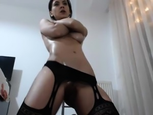 Solo piss fetish brunette babe pees into her sexy highheels