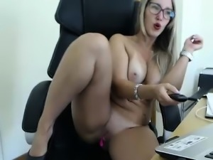 Fist fuck fetish babe plays with big toys