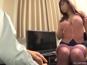 Kaori spreads her legs for a horny lover's skillful fingers