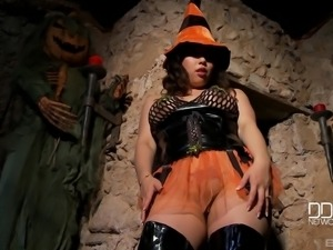 Tigerr Benson is a naughty witch who loves making her pussy wet