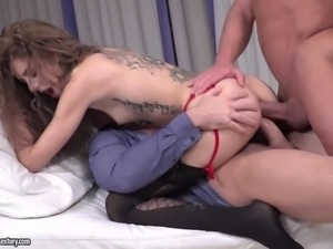 heavily tattoed bitch monique woods gets double penetrated