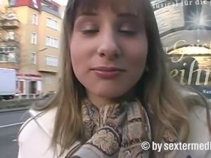 Teenie Anna macht eindeutiges Sex Angebot