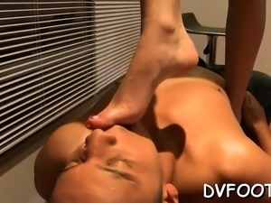 Sexy chick gets her foot sucked by a dude with a foot fetisj