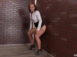 Lewd nympho is actually ready to wank toy jutting out of gloryhole