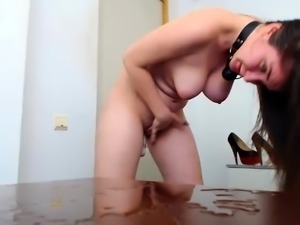 Brunette webcam babe plays boobs