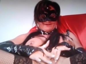 Latex oma show pussy nr2