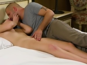 Sultry cutie stretches spread cunt and gets deflowered81rzl