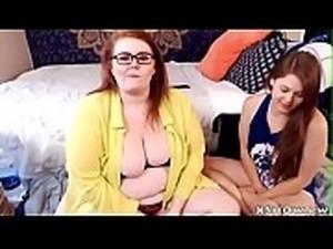 Plumper Cute Girl Cumming On Web