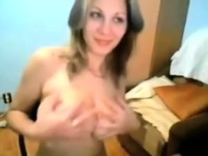 Free Chat Brunette Huge Boobs Fucks Big Dildo on Webcam